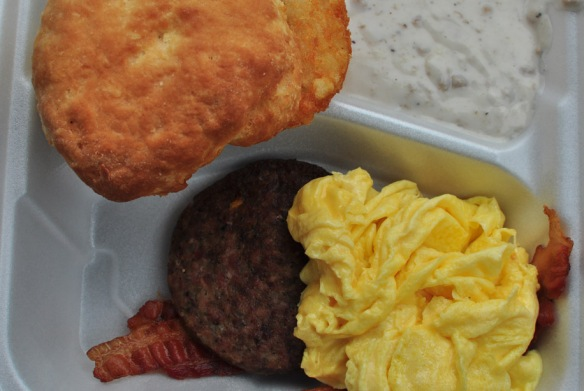 A hearty Amnerican breakfast incl. hash browns, a buttery biscuit and scrambled eggs